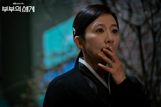 Kim Hee Ae trong vai nữ bác sĩ Sun Woo bị chồng phản bội.