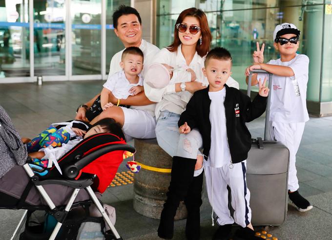 Oanh Yến cùng chồng doanh nhân và 5 con trong chuyến đi Hàn Quốc năm 2019.