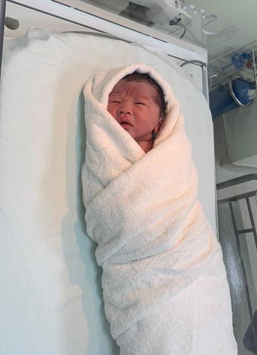 Con trai Oanh Yến có nhiều nét giống bố.