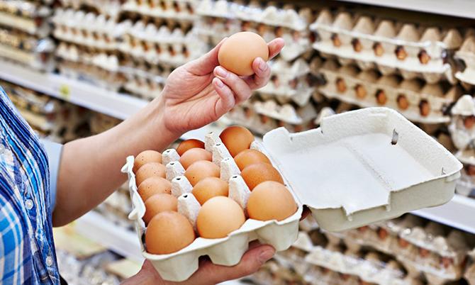Trứng trở thành mặt hàng được săn đón tại Mỹ mùa dịch. Ảnh: NYP.