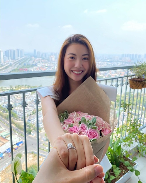 Thúy Vân được bạn trai cầu hôn hôm 8/3.