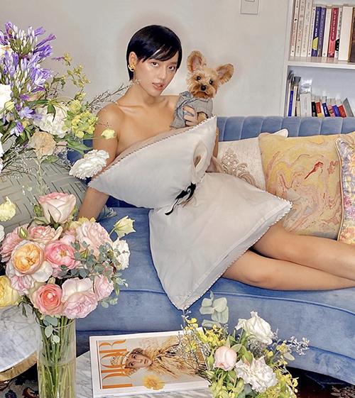Sau một ngày trend biến gối thành áo váy sexy thu hút trên mạng xã hội, Khánh Linh và nhiều người đẹp Việt cũng hăng hái tham gia thử thách.