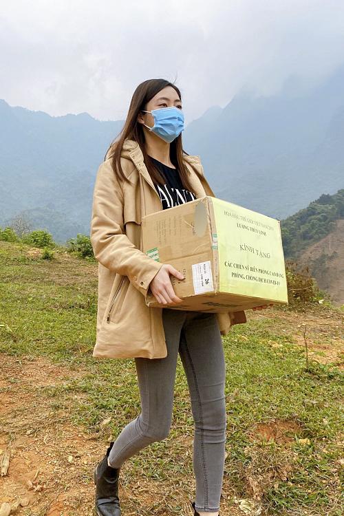 Cao Bằng là quê hương củaHoa hậu Thế giới Việt Nam 2019 - Lương Thùy Linh. Vì thế, cô muốn đóng góp chút tấm lòng đếncác chiến sĩ tại khu vực biên giới Việt - Trungđang ngày đêm trực biên giới phòng chống Covid-19.