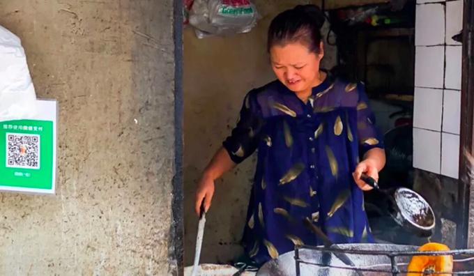 Khách bất ngờ vì chủ tiệm bánh Vũ Hán qua đời