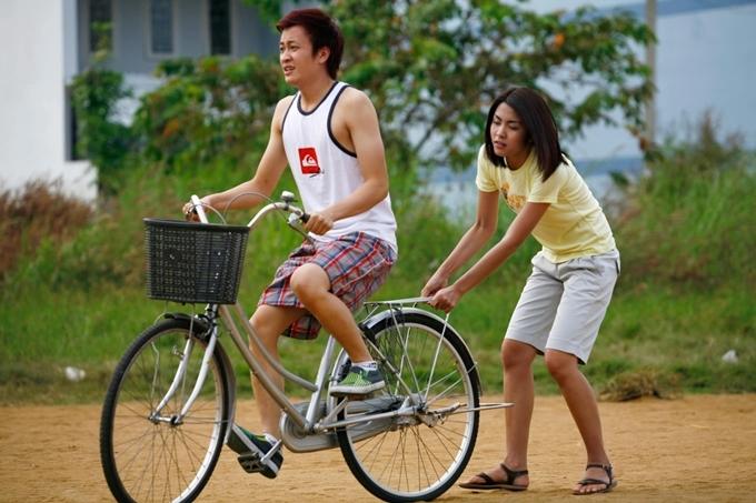 Lương Mạnh Hải và Tăng Thanh Hà trong Bỗng dưng muốn khóc.