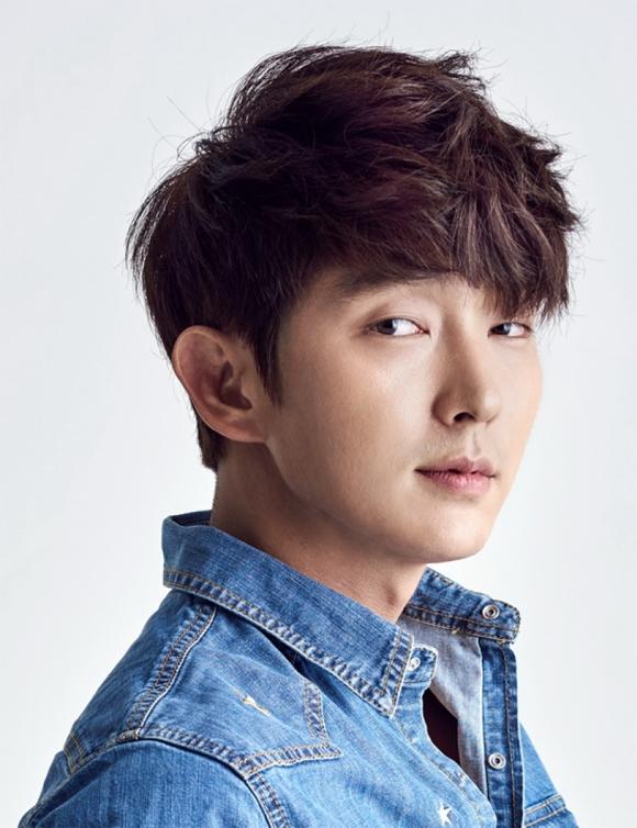 9. Lee Jun Ki Lee Jun Ki sinh năm 1982, gây tiếng vang với các phim Nhà vua và gã hề, My girl, Người tình ánh trăng...