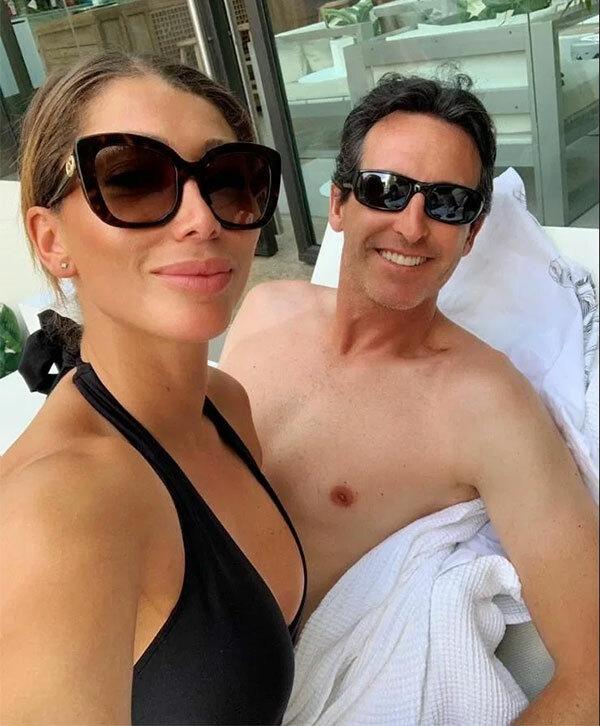 HLV Unai Emery và người đẹp Sacha Wright trong một lần đi nghỉ mát. Ảnh: Sun.
