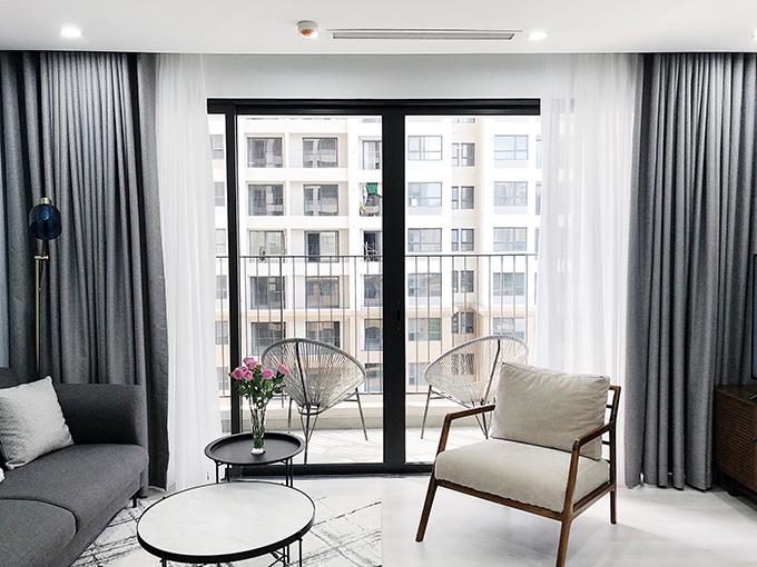Căn hộ mà chủ đầu tư bàn giao cho Anh Khoa gồm 3 phòng ngủ lát sàn gỗ; phòng khách, bếp lát gạch; nhà tắm, nhà vệ sinh có đầy đủ nộti thất.