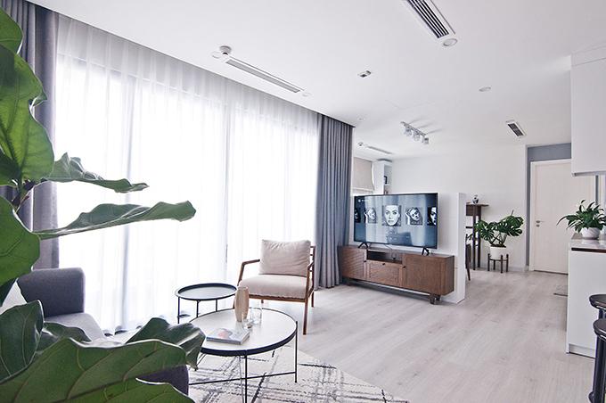 Căn hộ của Ngô Đình Anh Khoa (Pr, nhà báo, nhà văn, co-founder của thương hiệu quà Tết) có diện tích 91 m2, nằm tại Trần Duy Hưng, Hà Nội.
