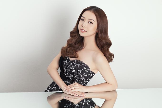Nhan sắc Hoa hậu Jennifer Phạm sau khi sinh con gái thứ tư.