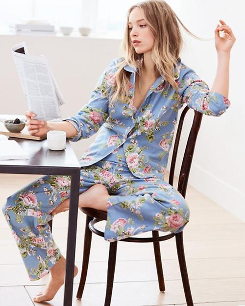 Chỉ cần một bộ pyjama kiểu dáng thanh lịch, phái đẹp có thể sử dụng từ phòng ngủ đến nhà bếp, phòng khách.