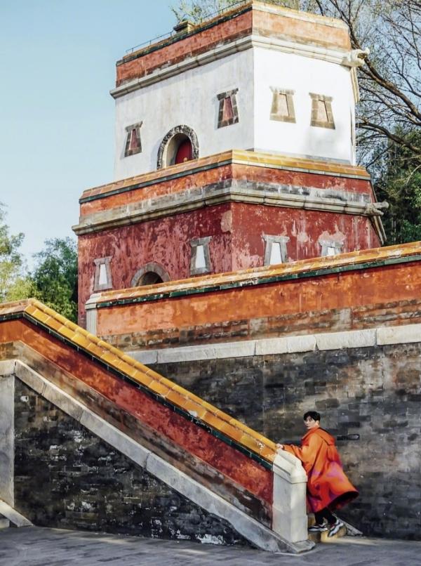 Nhân Thọ Điện thuộc Di Hòa Viên ngày 13/4 vắng khách hơn so với trước kia. Ảnh Xiahe