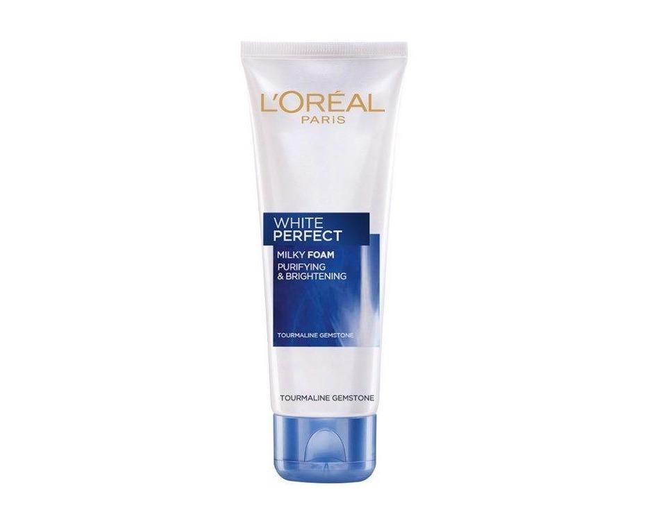 Sữa rửa mặt làm sạch, dưỡng da trắng mịn Loreal Paris White Perfect 100 ml chứa thành phần chính vitamin C và tinh thể đá quý tourmaline, có tác dụnglàm sạch bụi bẩn, bã nhờn trên da, mang đến làn da tươi sáng, mịn màng. Sữa rửa mặt giúp cải thiện làn da xỉn màu và sạm đen, cân bằng, bổ sung độ ẩm cho da.  Thành phần an toàn, lành tính, thích hợp với hầu hết các loại da. Sản phẩm có giá 81.000 đồng.