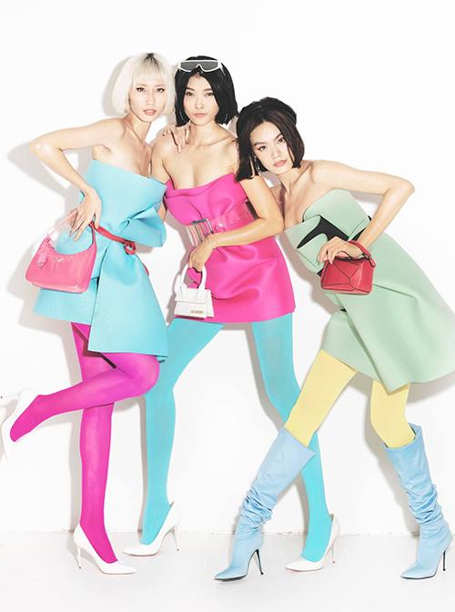 Những mẫu thảm sắc màu rực rỡ được phối hợp cùng quần tất, phụ kiện nổi bật theo đúng tinh thần color block.