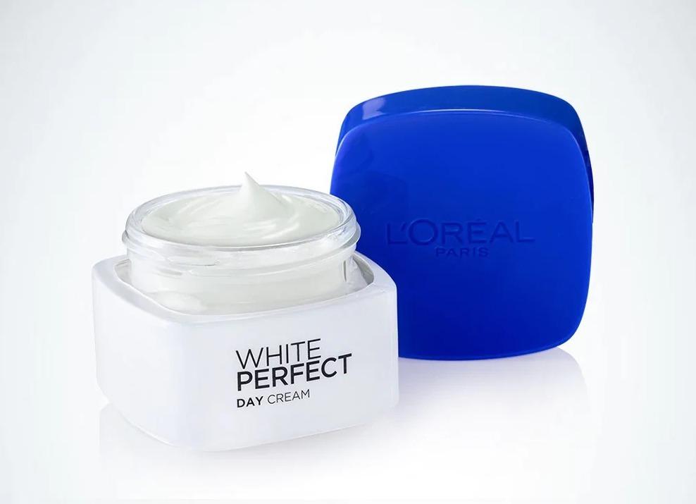Kem dưỡng da ban ngày Loreal paris white perfect day cream SPF 17 50 ml có tác dụng dưỡng trắng và giúp da đều màu. Vitamin Cg giúp giảm và cân bằng hắc sắc tố ở mức thấp, dưỡng chất glycerin tạo và lưu giữ độ ẩm trên da. Kem còncải tiến với chỉ số SPF 17, PA++ giúp chống nắng và bảo vệ làn da trước tác hại của tia UV. Sản phẩm có giá 144.000 đồng.