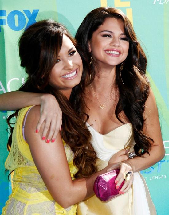 Demi và Selena từng rất thân thiết. Ảnh: Reuters.