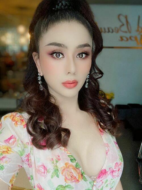 Lâm Khánh Chi tự tin khoe nhan sắc sau khi cắt mí, giảm cân.