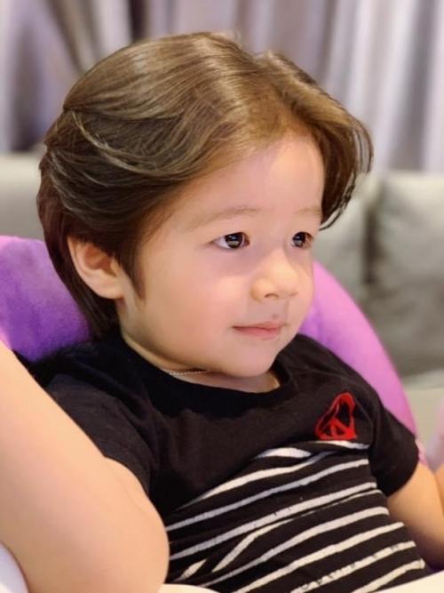 Elly Trần ít khi khoe ảnh con trai. Trong hình ảnh gần đây, Alfie lớn bổng khiến nhiều người bất ngờ.