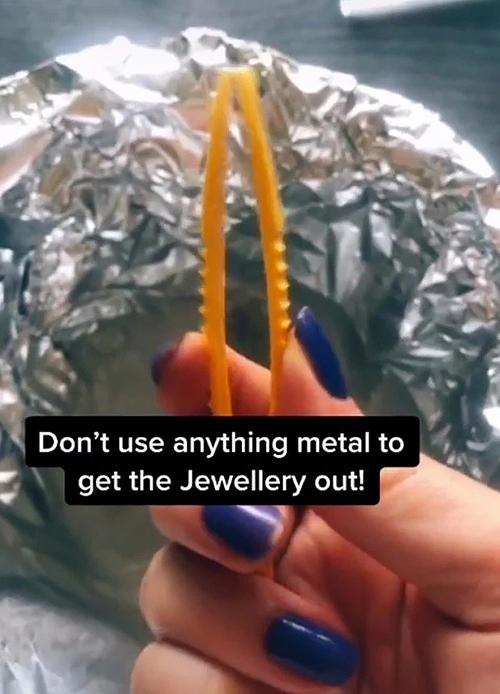 Mẹo làm sáng trang sức bạc trong  5 phút - 8