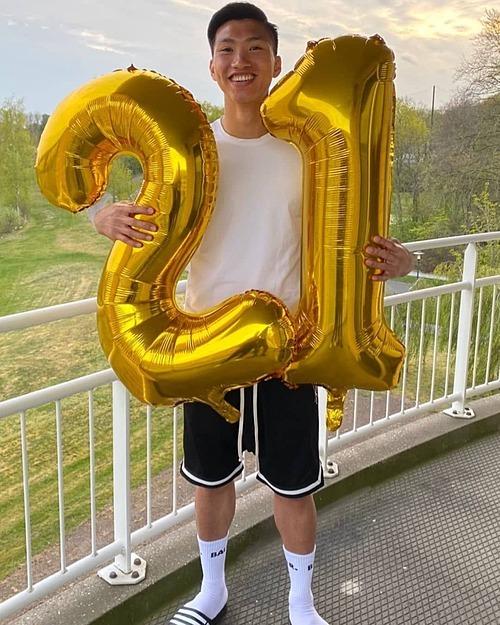 Cầu thủ Văn Hậu mừng sinh nhật tuổi 21.