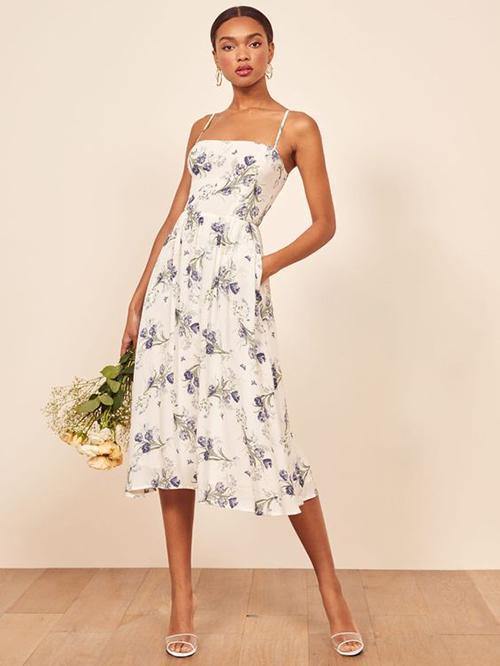Kiểu váy kết hợp áo cúp ngực, chân váy xoè vừa phải dễ sử dụng với nhiều dáng và màu da của phái đẹp.
