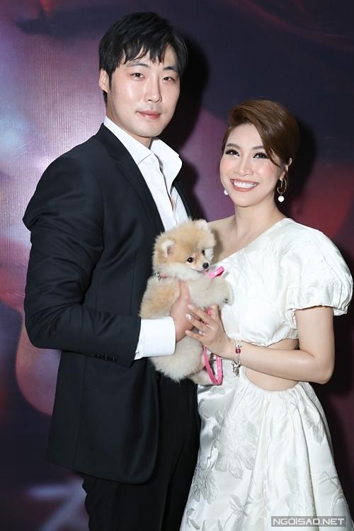 Pha Lê và bạn trai gốc Hàn Quốc tại họp báo đầu tháng 3/2020.