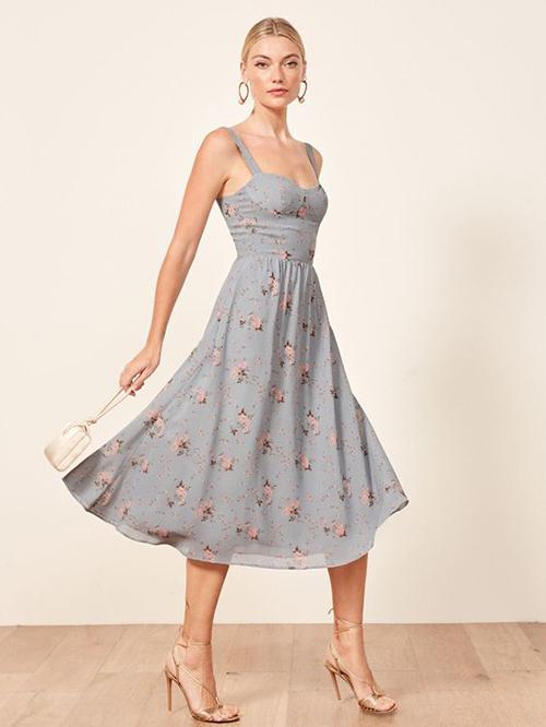 Thiết kế dành cho các bạn gái có vòng eo thon gọn với mẫu đầm có phần thân trên gần với kiểu áo corset, chân váy xoè rộng tạo sự duyên dáng.