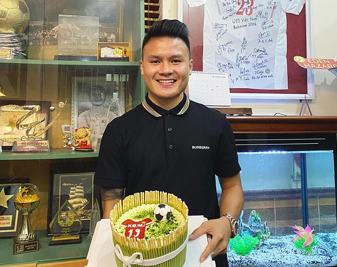 Hình ảnh Quang Hải chia sẻ hôm 12/4, nhân dịp sinh nhật lần thứ 23. Tiền vệ CLB Hà Nội được đánh giá là cầu thủ tài năng nhất của bóng đá Việt Nam hiện nay.