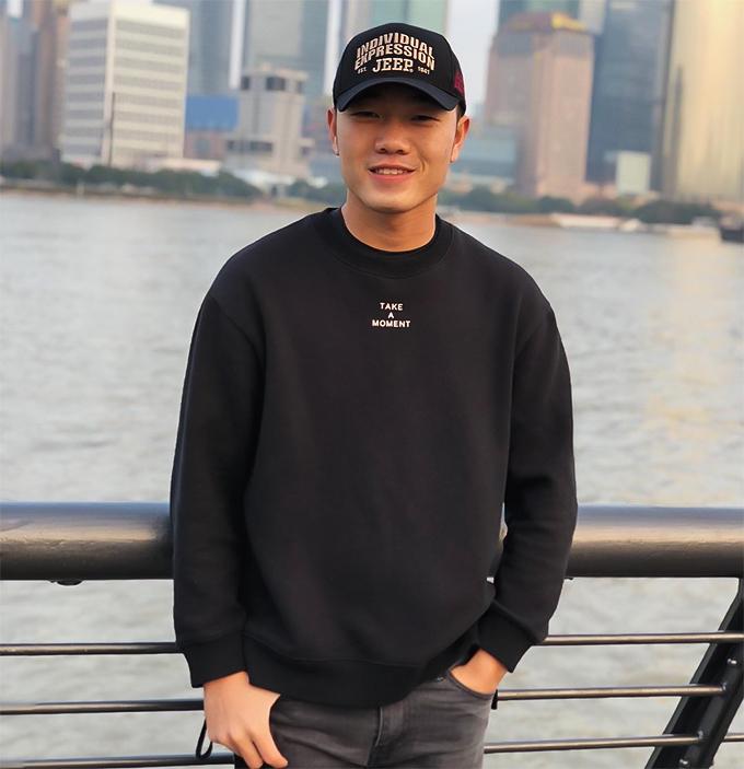 Hiện tại, Trường hip như một hot boy Hàn Quốc.
