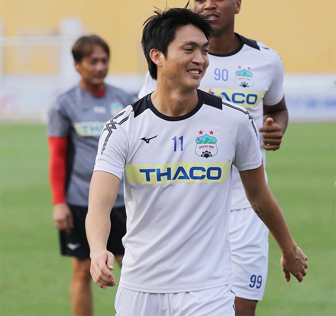Nét mặt của Tuấn Anh hiện nay về cơ bản vẫn rất giống với hồi bé. Cầu thủ người Thái Bình đang được HLV Park Hang-seo rất tin dùng ở trung tâm hàng tiền vệ của tuyển Việt Nam.