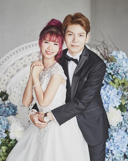 Sau3 năm về chung một nhà, Khởi My tiết lộ ảnh cưới chụp trong studio với chú rể Kelvin Khánh.