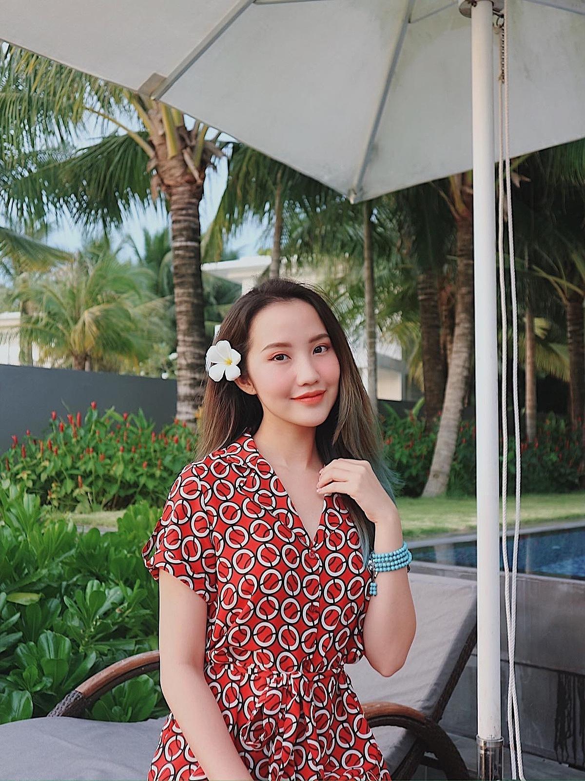 Hot girl Primmy Trương luôn ghi điểm bởi vẻ đẹp dịu dàng. Cô chia sẻ Maybi là bạn đồng hành thân thiết kể cả khi ở nhà lẫn lúc ra phố.