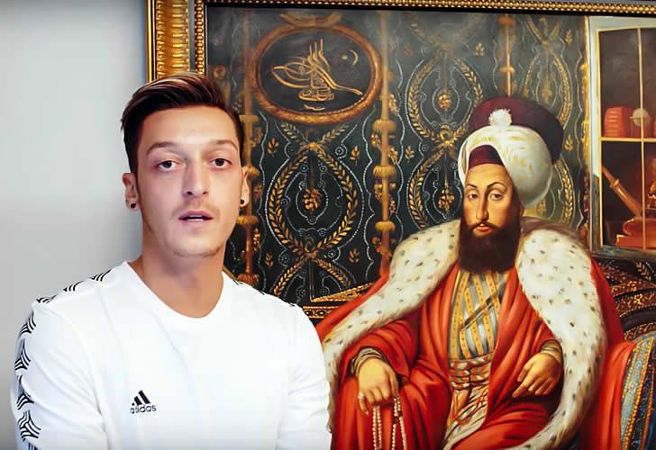 Ozil dành một góc của phòng khách làm khu trưng bày các tác phẩm thủ công từ Thổ Nhĩ Kỳ - quê hương của anh.