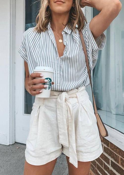 Những mẫu short thiết kế trên vải linen có thể kết hợp cùng áo dai dây, áo crop-top, áo sơ mi để hoàn thiện set đồ dạo phố cho phái đẹp.
