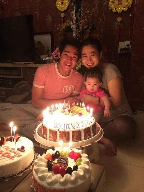 Hình ảnh hạnh phúc hiếm hoi của bé Lavie bên bố mẹ