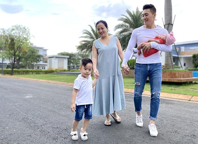 Gia đình hạnh phúc của Hồng Phượng - Quốc Cơ khiến nhiều người ngưỡng mộ.