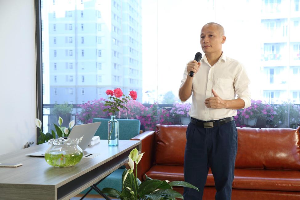 Ông Lê Mạnh Trường - CEO Elipsport chỉ đạo tăng cường sản xuất, đưa một triệu máy chạy bộ trả góp 0% phục vụ khách hàng trong dịch Covid-19.