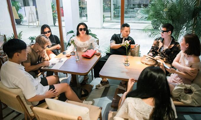 Nhà toàn con gái mà vui lắm, chả bao giờ tị nạnh, ganh ghét nhau, Phượng Chanel nói về nhóm bạn thân mà cô xem như người thân trong gia đình.