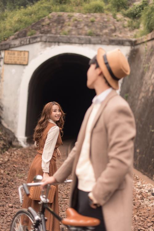 Tông màu chủ đạo cho bộ ảnh là nâu cổ điển nhưng thiên về gam sáng, gợi sự tươi sáng, lãng mạn - bản chất của ảnh cưới phong cách Hàn Quốc.
