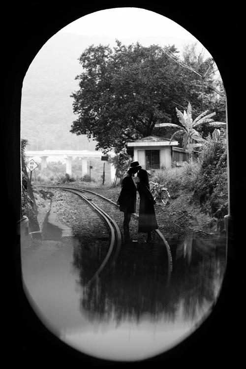 Ekip thực hiện bộ ảnh cưới Hạ cánh nơi anh phiên bản Việt đến từ Đà Nẵng đã mất khoảng 2 tháng để tìm kiếm và lựa chọn địa điểm, lên layout makeup, chuẩn bị trang phục, phụ kiện cùng ý tưởng hiệu ứng.