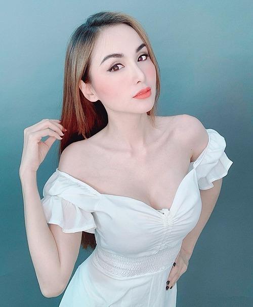 Hoa hậu Diễm Hương cho biết côngừng giải thích bản thân vì nhận ra mọi người chỉ hiểu từ cấp độ hoặc nhận thức của họ. Nếu là bạn bè đích thực họ sẽ tự thấu hiểu.