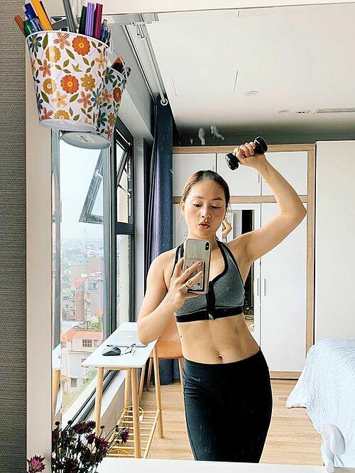 Diễn viên Lan Phương chăm làm việc nhà và tập luyện để có cơ thể săn chắc.