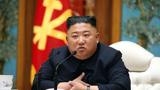 Kim Jong-un trong buổi họp hôm 11/4 tại Bình Nhưỡng. Ảnh: AP.