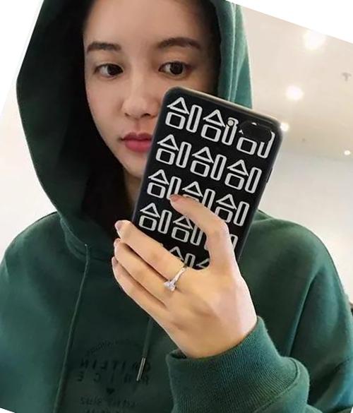Trương Đại Dịch không ngừng đăng ảnh lên mạng xã hội, cho thấy cô không hề hấn gì vì đòn trả đũa của bà cả.