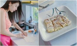 Thủy Tiên làm bánh kếp chuối Thái Lan bằng chảo