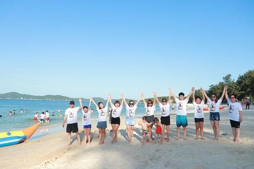 Cô Tô có nhiều bãi biển hợp để khách du lịch tắm biển, ngắm cảnh.