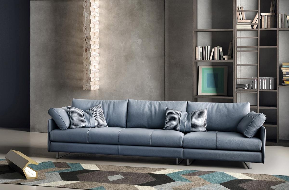 Với nguyên liệu da chất lượng cao và kỹthuật xử lý da hiện đại, sofa Swing đến từ thương hiệu Gamma nổi bật bởi những đường khâu đôi quanh mép ghế và phần đệm, tạo nên các họa tiết độc đáo. Swinglà sự lựa chọn phù hợpcho những phút giây thư giãn tại rạp phim trong nhà riêng tư và thoải mái.