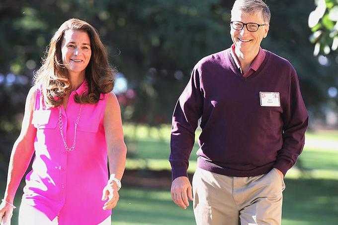 Là người giàu thứ hai thế giới với khối tài sản lên đến 103 tỷ USD nhưng Bill Gates có cuộc sống giản dị. Sau khi rời vị trí lãnh đạo Microsoft năm 2006, Gates đã dành phần lớn thời gian cho quỹ từ thiện Bill & Melinda Gates, chuyên quyên góp cho các dự án hỗ trợ giáo dục, y tế toàn cầu. Gates cho biết ông bắt đầu ngày mới bằng một bát ngũ cốc và ca cao nóng nhưng theo tiết lộ của bà Melinda, ông thường bỏ bữa sáng và bắt đầu công việc sớm. Ảnh: BI.