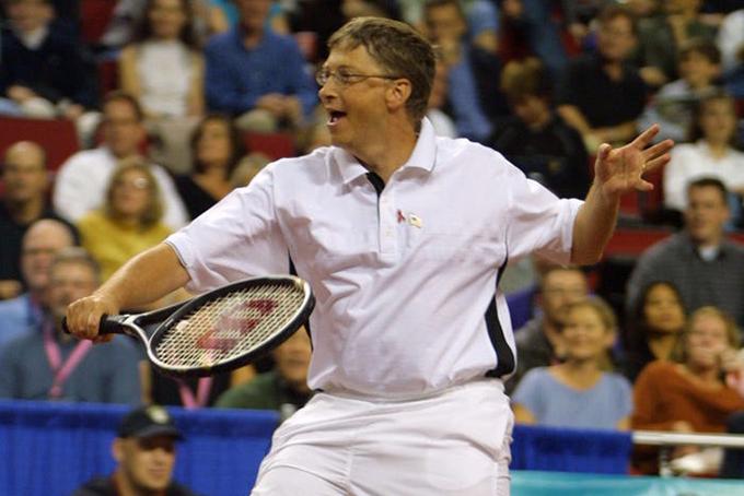 Gates có thói quen chạy bộ hoặc chơi tennis vào buổi sáng để đánh thức cơ thể và rèn luyện thể chất. Gates là người đề cao sức khỏe thông qua tập luyện và luôn khuyến khích mọi người dành thời gian chơi thể thao để tái tạo năng lượng tích cực. Ảnh: BI.
