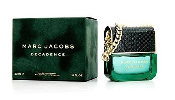 Nước hoa Marc Jacobs 15 Rg Edp với hương thơm dành riêng cho những người phụ nữ trưởng thành, được hòa trộn từ các loại hoa cỏ phương Đông tinh tế và gợi cảm. Lọ đựng dạng xịt, được thiết kế như một chiếc túi xách tay nhỏ. Mẫu sản phẩm 50 ml có giá 2,79 triệu đồng, giảm 22% còn 2.178.900 đồng.
